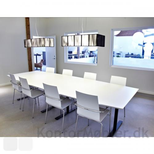 Delta konferencebord i hvid laminat med plads til ti