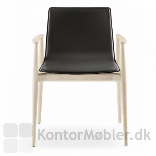 Malmö mødestol i ask med sort lædersæde