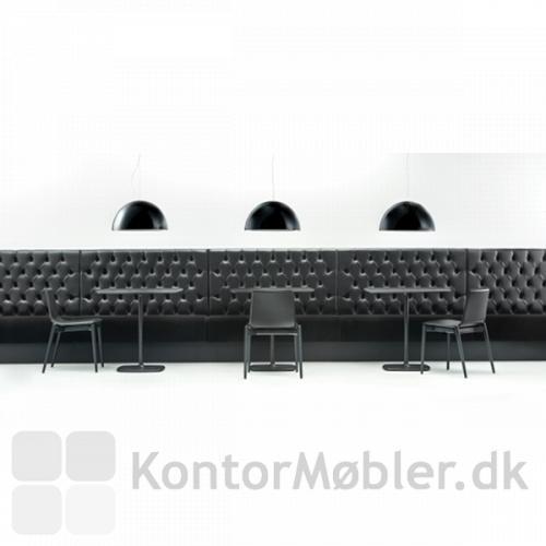 Malmö stolen i sortbejdset asketræ med sort lædersæde
