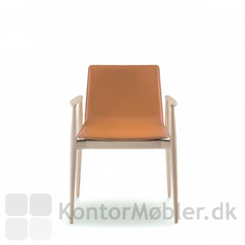 Malmö stolen i asketræ med lædersæde, cognacfarvet
