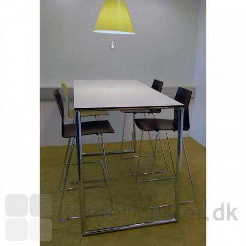 Four Standing højbord med 4 stole.