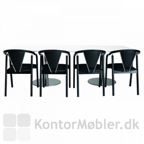 Anna mødestol med sort stel og sort læderpolstring