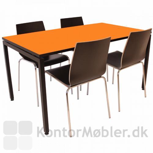 Square-bord til fire med afstandstykke og orange laminat