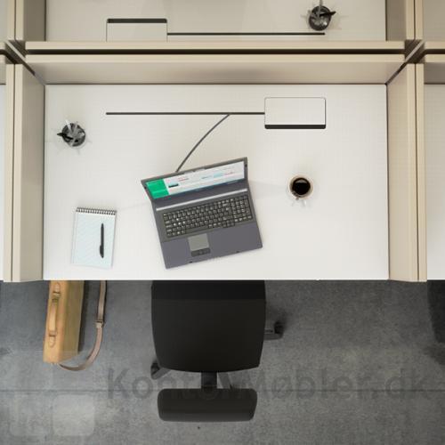 Luge med slids i amerikansk inspireret cubicle