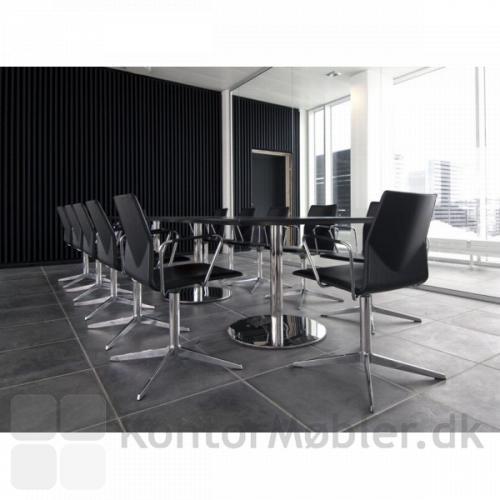 Four Cast´2 Evo er flot som konferencestol, her i fuldpolstret sort læder