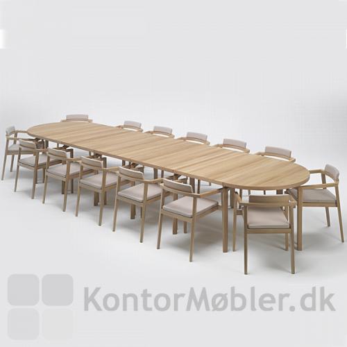 Session stole omkring et stort mødebord