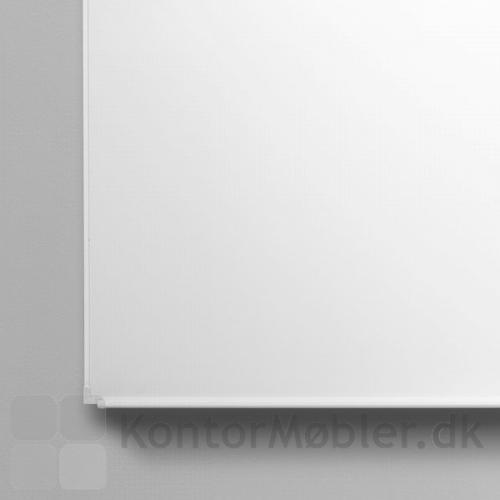Boarder whiteboard med hvid ramme og penneholder