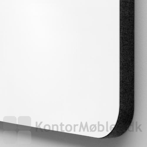 Mood glastavle med lydabsorberende bagside - Glasfarve Pure 130 og Blazer Lite stof i farven Haven LTH40