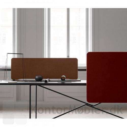 Edge Front monteret bordskærm ved siden af en top monteret - begge i standard udgave med bløde hjørner