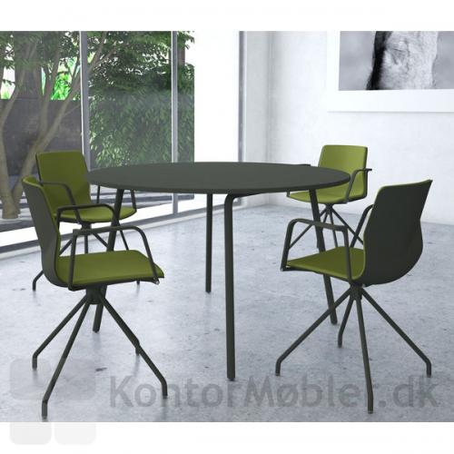 Four Real 74 bord med rund bordplade og Four Sure 11 mødestole