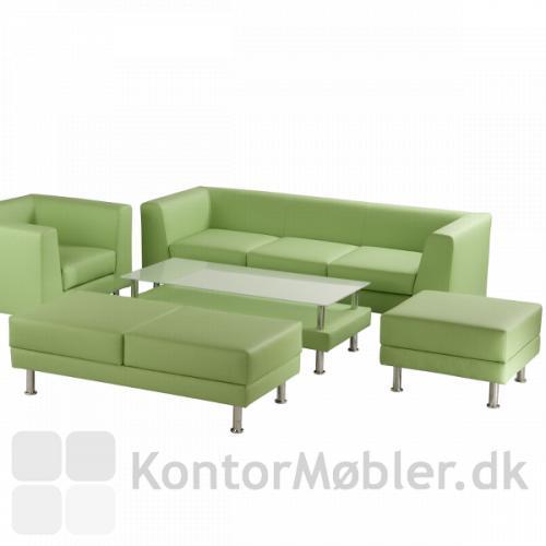 Notre Dame bord sammen med de andre Notre Dame møbler i grøn