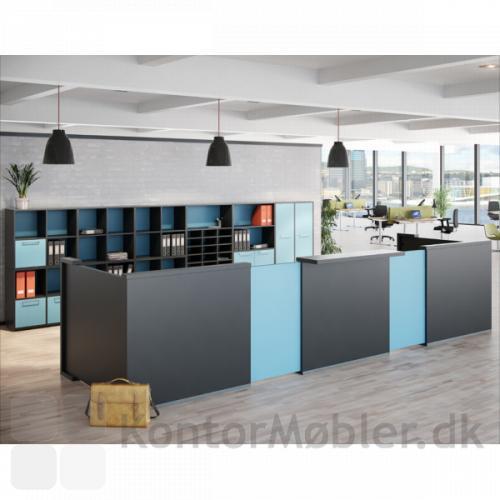 Delta skranke opstilling med grundmodul i sort, fleksplade i lysblå