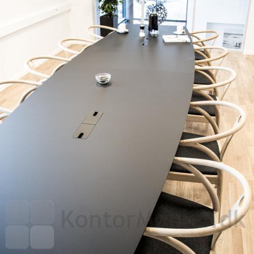 Delta konferencebord 2 delt i møde rum med sort overflade