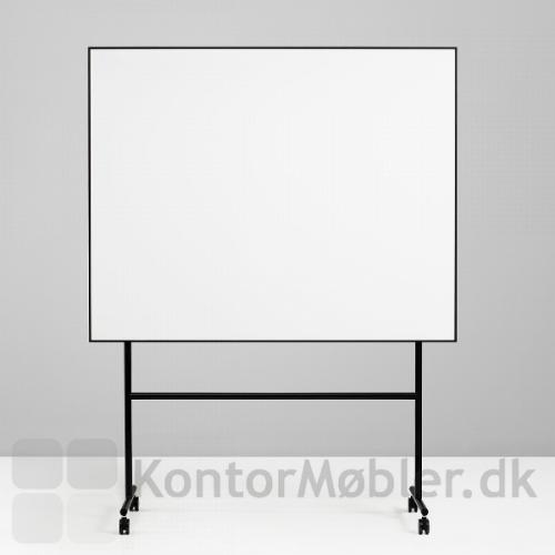 One mobil whiteboard med enkeltsidet skrivetavle og sort stel