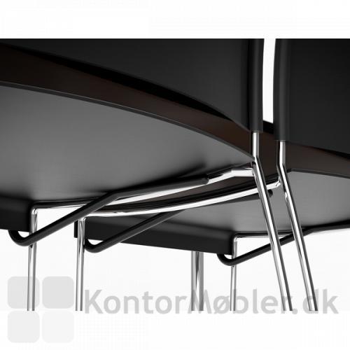 Delta kantinebord med stoleophæng