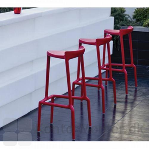 Happy barstol i rød, ser flot ud i baren
