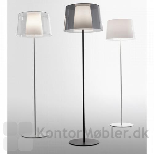 Look gulvlampe kan vælges med sort eller hvid lampefod