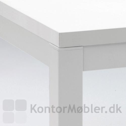 Detalje af Kuadro bordet med hvid laminat