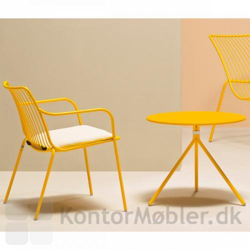 Nolita Cafébord 48 cm højt i gul med Nolita Caféstol