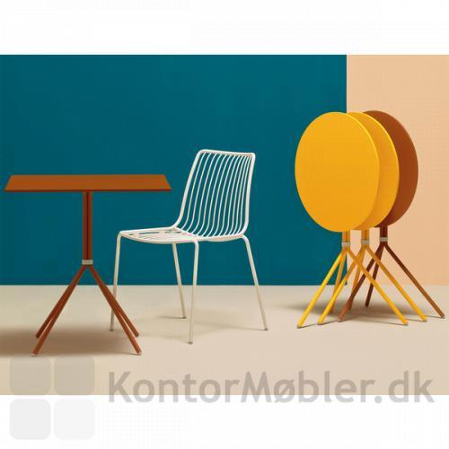 Nolita Cafébord kan vælges med kvadratisk bordplade og 4 ben