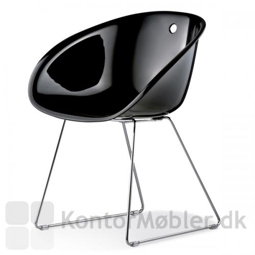 Gliss 921 stol med gennemfarvet skal i sort akryl