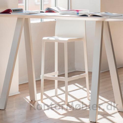 Højbordet fra Pedrali, sikre en elegant stil til indretningen af dit kontormiljø