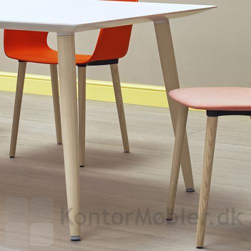 Babila mødebord med hvid bordplade og ben i ask