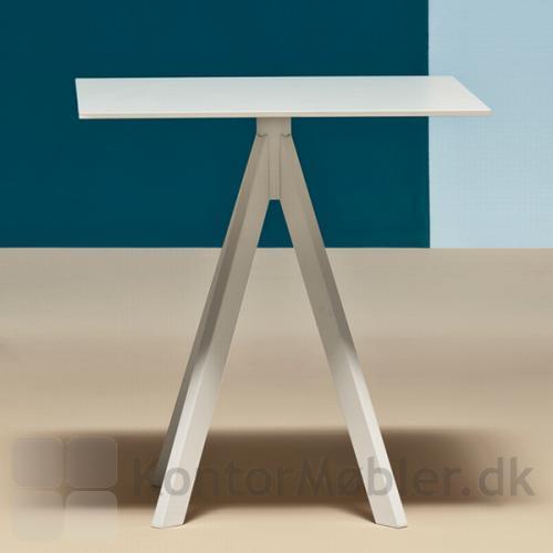 ARK4 bord i hvid med kvadratisk bordplade