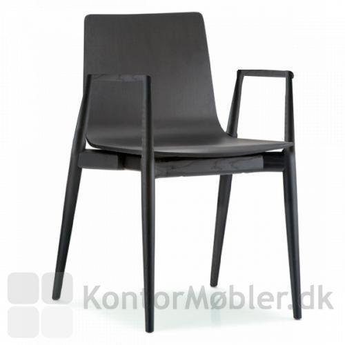 Malmö stol har en LUKSUS Nordisk design, som også fås i sortbejdset ask