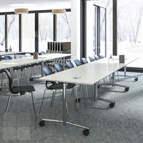 Flip top borde med hvid bordplade og krom stel fra Dencon