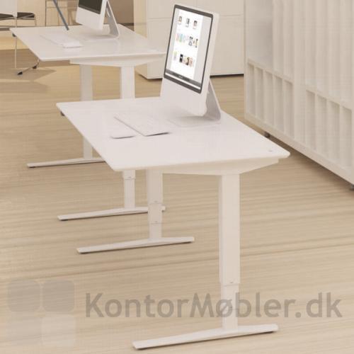 Conset 501-43 hæve sænke bord med kvadratiske søjler og elegant fod design