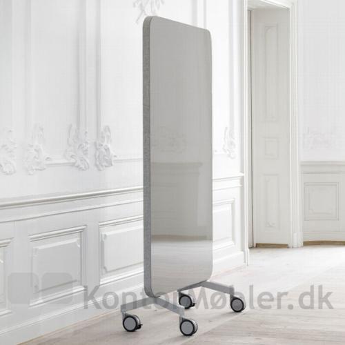 Mood Fabric Mobile 100x196 cm har en side med stof og en side med glastavle