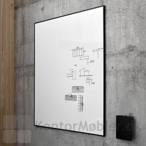 One whiteboard til notater og opslag