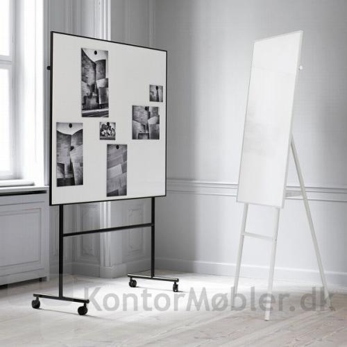 One enkeltsidet whiteboard med sort ramme og sort stel