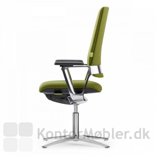 Connex2 mødestol kan vælges med armlæn i sort, grå-hvid eller poleret aluminium