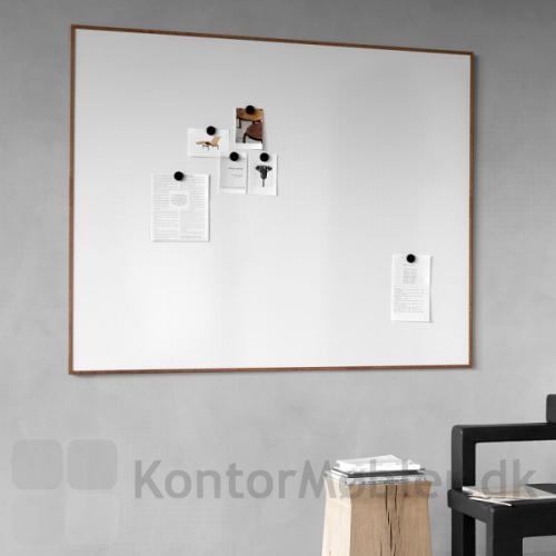 Wood whiteboard er 120,8 cm høj og kan vælges i tre forskellige bredder