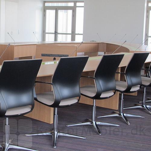 Moteo konferencestol har tilt i ryggen, hvilket giver en mere fleksibel siddekomfort