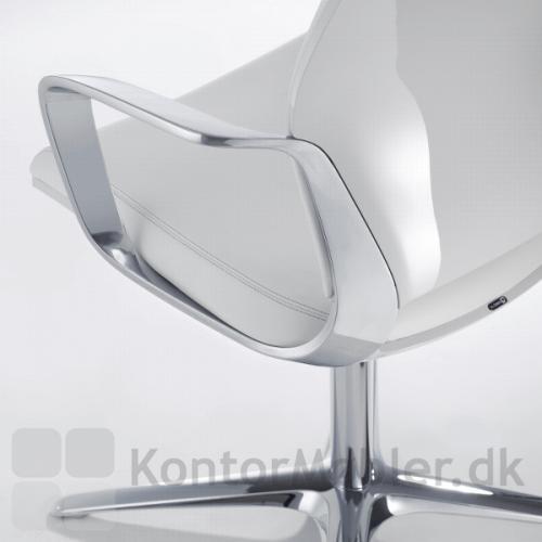 Moteo konferencestol med silver armlæn og poleret aluminium stel