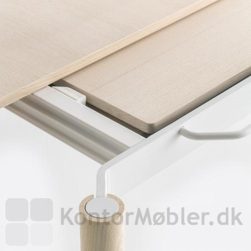 Malmö udtræksbord har plads til opbevaring af udtrækspladerne