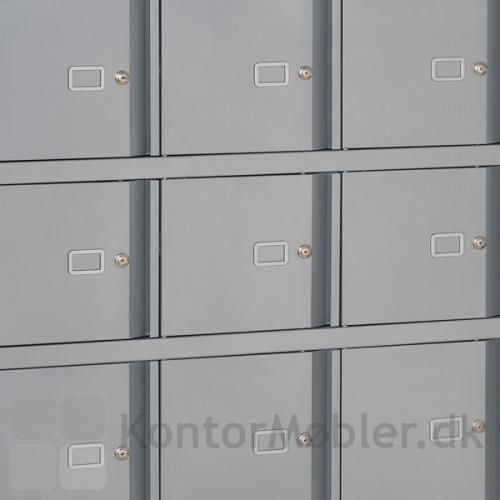 Lockers med elegant gribeliste, matcher Bisley serier indenfor stålopbevaring