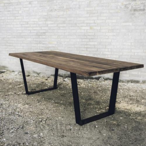 Mani Pine bord med sort olieret bordplade
