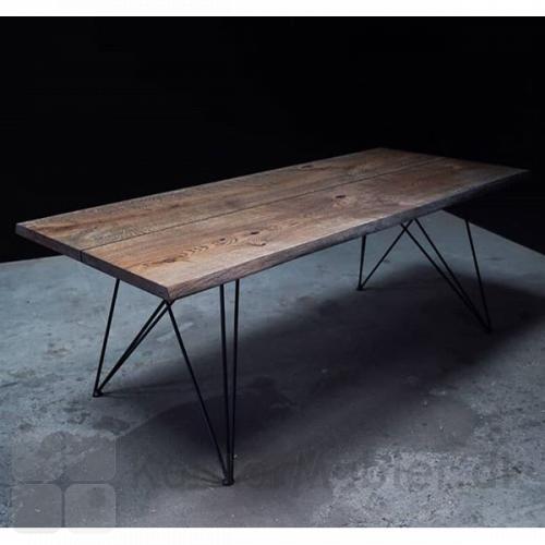 Håndlavet bord fra Mani Pine med sort olieret egetræsplade og spiderben