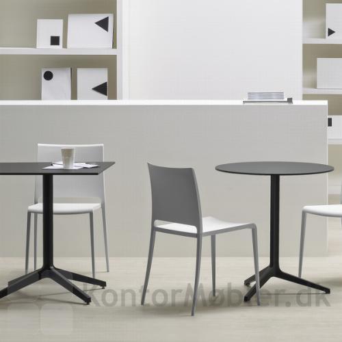 Ypsilon cafébord kan vælges med 3 eller 4 fødder