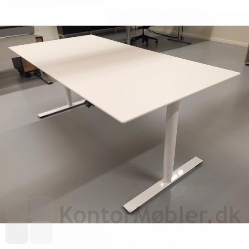 Delta hæve sænke bord med hvid bordplade i kompaktlaminat - kun 12mm tyk