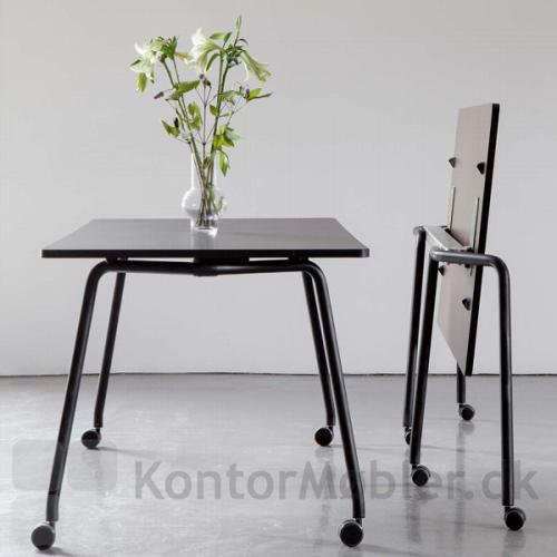 Four Fold bordet giver nemt indretningen nye arbejdsfunktioner