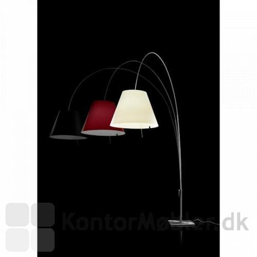 Costanza fås i sort, hvid og rød