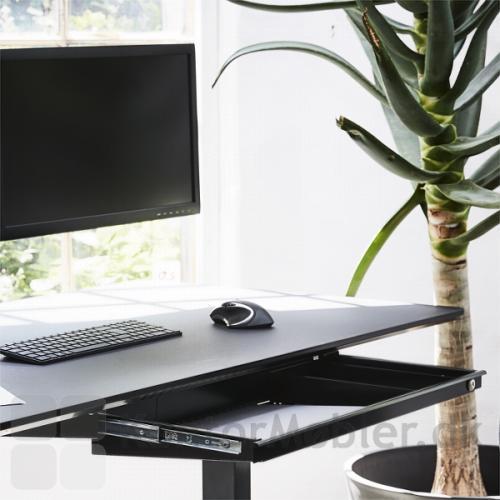 Ved mindre arbejdsstationer, giver Athene laptopskuffe god bordplads til skærm, tastatur og mus