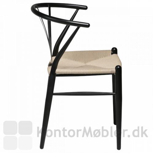 Delta fletstol med sort pulverlakeret stel. Buet ryg og armlæn i ét.