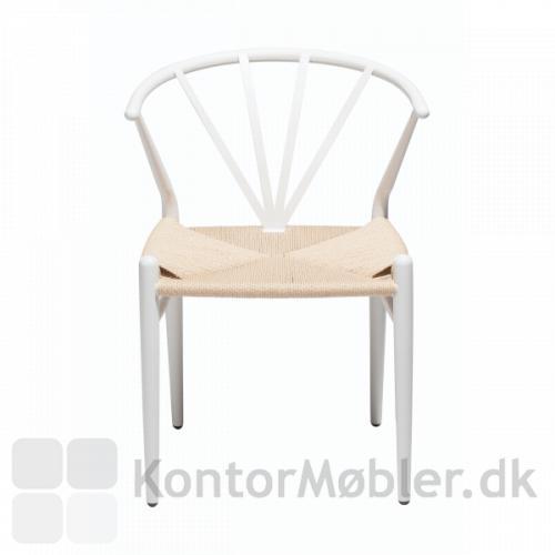 Delta fletstol i hvid med sæde i naturflet. Dansk design af Lisbeth Sørensen fra Dan-Form.