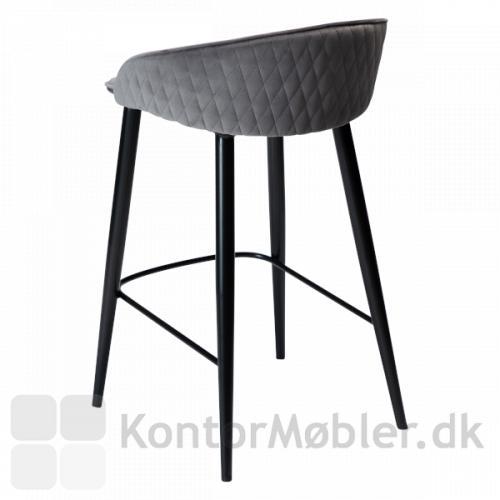 Dan-Form Dual barstol med ryglæn. Her i alu velour, ryggen er diamant-mønstret på ydersiden for et elegant udtryk.